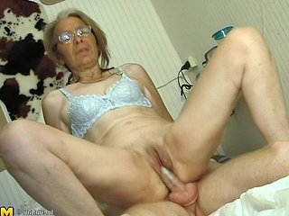 Strange granny Lonnie loves sucking plus riding overhead a firm flounder